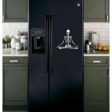 """Наклейка на холодильник """"Медитирующий скелет"""""""
